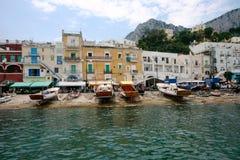 Capri, Italia - el puerto deportivo magnífico fotos de archivo