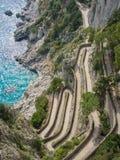 Capri, Italia, vía Krupp Es un sendero pavimentado histórico imagen de archivo libre de regalías