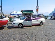 Capri, Napoli Typisches Taxi ohne Dachwartekunden stockfoto