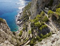 Capri, via Krupp dai giardini di Augusto fotografia stock