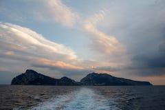 Capri wyspa od łodzi Zdjęcia Stock