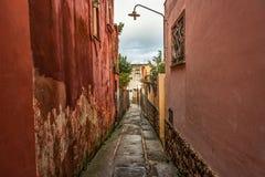 Capri wyspy ulica pod chmurnym niebem po burzy Zdjęcia Stock