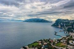 Capri wyspy widok pod chmurnym niebem po burzy Obraz Stock