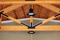 Capriata di legno macchiata della costruzione Immagine Stock Libera da Diritti