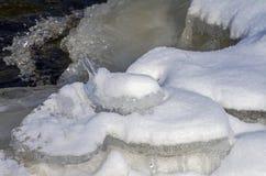Capricci della natura - ghiacciolo sotto forma di figurine di un coniglio Fotografia Stock