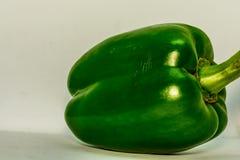 Capsico verde fresco del peperone dolce su un fondo bianco immagine stock libera da diritti