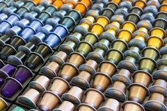 Capsula di alluminio del caffè di colori differenti Immagini Stock