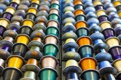 Capsula di alluminio del caffè di colori differenti Fotografie Stock