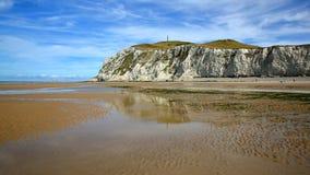 Capsule Blanc Nez, ` Opale, Pas-de-Calais, Francia de Cote d: La playa durante la bajamar Imagen de archivo