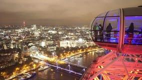 Capsule d'oeil de Londres au-dessus de Londres pour l'usage éditorial seulement clips vidéos