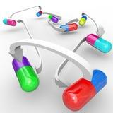Capsule e pillole di interazioni di droga della medicina Immagini Stock Libere da Diritti