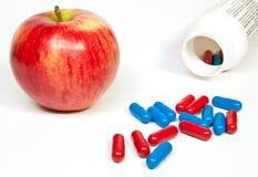 Capsule rosse e blu scuro Fotografie Stock Libere da Diritti