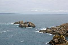 Capsule Sizun, las rocas y las pequeñas ondas Bretaña, Finistere, Francia Francia Imagen de archivo libre de regalías