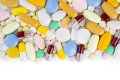Capsule variopinte e compresse della pillola con lo spazio della copia Fotografia Stock