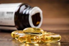 Capsules d'huile de poisson avec Omega 3 et vitamine D Photos stock