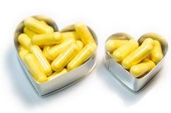 Capsules jaunes du supplemnet CoQ10 (coenzyme Q10) de nourriture Photo stock