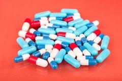 capsules mångfärgat Arkivbilder