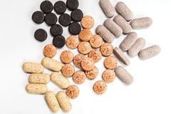 Capsules, pilules et comprimés de vitamine en gros plan Photo libre de droits