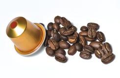 Capsules pour la machine de café d'isolement sur le blanc Image libre de droits