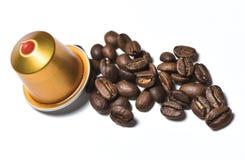 Capsules pour la machine de café d'isolement sur le blanc Photographie stock