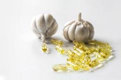 capsules vitlökolja royaltyfri fotografi