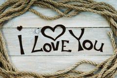 Capítulo hecho de cuerda, de forma del corazón y de palabras te amo Imagenes de archivo