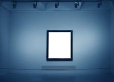 Capítulos en la pared blanca en museo de arte Imagen de archivo