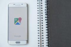 Captura de tela de Google Maps na borda da galáxia s6 de Samsung Fotografia de Stock