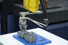 A captura robótico do braço a parte de alumínio fotos de stock