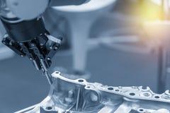 A captura robótico do braço a tomada de aço para fabricar imagem de stock