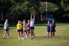 Capture de filles de pratique en matière du base-ball Photos libres de droits