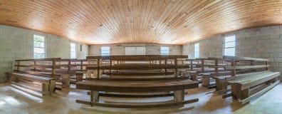 Capture panoramique de vieil intérieur d'église Image stock