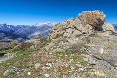 Capu di u Facciatu山坡岩石  图库摄影