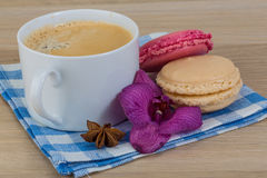Capuccino with macaroons Royalty Free Stock Photo