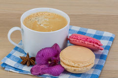 Capuccino with macaroons Royalty Free Stock Photography