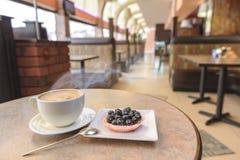 Capuccino przy kawiarnią Zdjęcia Stock