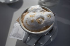 Capuchino con Teddy Bear Foam Fotos de archivo libres de regalías