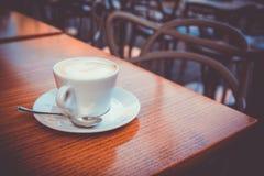 capuchino del vintage en el café Caorle del caffetery Fotos de archivo libres de regalías