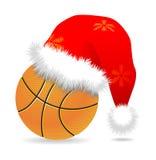 Capuchon de Santa au-dessus de basket-ball Image libre de droits