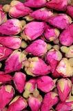 Capullos de rosa secados en un negro. Fotografía de archivo libre de regalías