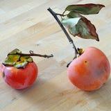 Caqui dois orgânico com a casca branca do pruina e algum sp natural Foto de Stock Royalty Free