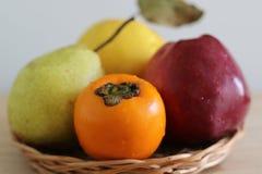 Caqui, maçã, marmelo e pera maduros imagens de stock royalty free