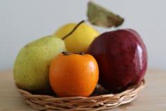 Caqui, maçã, marmelo e pera maduros fotos de stock royalty free