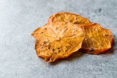 Caqui secado Kaki Fruit Slices/fecha seca de Trebisonda Imagenes de archivo