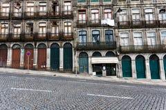 Carácter cambiante de las puertas y de las ventanas del apartamento Fotos de archivo