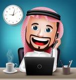 Carácter de Arabia Saudita del hombre que trabaja en la tabla del escritorio de oficina Fotos de archivo libres de regalías