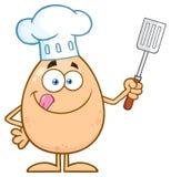 Carácter de Egg Cartoon Mascot del cocinero que se lame los labios y que sostiene una espátula Fotografía de archivo