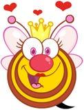 Carácter de la mascota de la historieta de la abeja reina con los corazones Foto de archivo libre de regalías