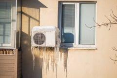 Carámbanos congelados del acondicionador de aire Fotografía de archivo libre de regalías