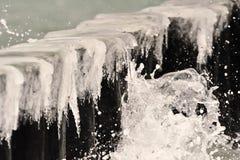 Carámbanos en el mar Báltico Fotos de archivo libres de regalías